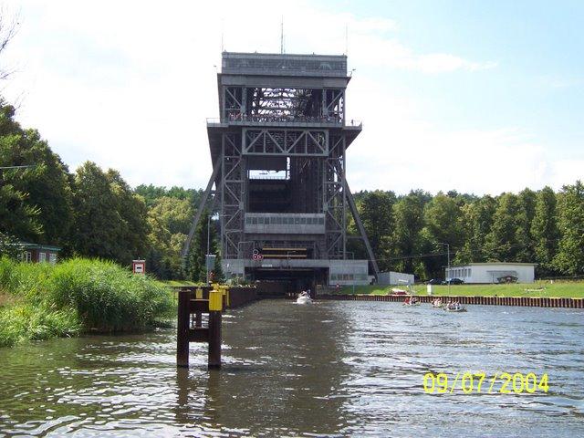 Schiffshebewerk Niederfinow Kanu 01